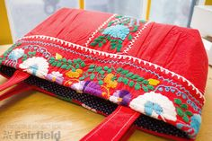 Celebrate Mexican Independence Day with this fun purse made from a re-purposed dress! This tutorial includes a free pattern that can be used for non-commercial purposes.