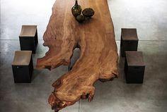 Sie sind die stillen Zeugen unserer Zeit, spenden uns lebenswichtigen Sauerstoff und angenehmen Schatten an heißen Tagen. Bäume durchleben die Jahreszeiten, oft über Jahrhunderte, und tragen so die Geschichte der Natur in sich. Diese Geschichte wird durch unsere einzigartigen Tischplatten, die aus einem Stammabschnitt gefertigt werden, erzählt. Für unsere Unikat-Tische werden nur ganz besondere Holzabschnitte […]