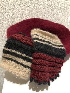 Restewolle: Kaschmir, Alpaka, Moschusochsenhaar, mulesingfreie Merinowolle. Daraus entstanden diese kuscheligen, warmen Handstulpen! 🥰 Knitted Hats, Winter Hats, Gloves, Knitting, Fashion, Cashmere, Breien, Knit Hats, Moda