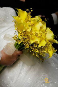 Buque de noiva com callas e orquideas chuva de ouro