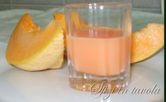 Crema di Meloncello (needs to be translated to english! Fruity Drinks, Healthy Drinks, Limoncello, Booze Drink, Food And Drink, Italian Recipes, Mexican Food Recipes, Ethnic Recipes, Homemade Caramel Recipes