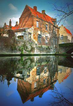 landscapelifescape:    Bruges, Belgium  water (via ie :: fotografie)