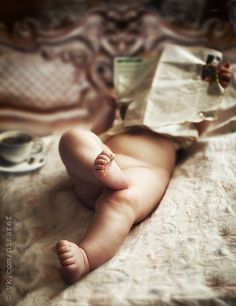 What a cute baby had the paper covered its face, and crossed legs? Morning press by Anton Pisarev on Baby Kostüm, Baby Kids, Beautiful Children, Beautiful Babies, Children Photography, Newborn Photography, Little Babies, Cute Babies, Baby Boom