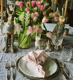 So many inspiring tablescapes in my feed... Love this beautiful setting from @scot7  .  Hoppy Easter!
