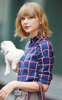 Taylor Swift steps out with her furry friend. Too cute!