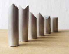 polrenauwehr | escacs. Minimalist chess pieces. Aluminium bar. Piezas de ajedrez minimalista.                                                                                                                             Más