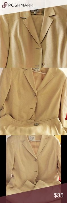 Le Suit ivory skirt suit Size 16 both in good condition . No stains or damage to suit . Le Suit Jackets & Coats Blazers