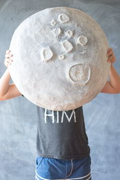 DIY Paper Mache Moon | DIY Crafts | Crafting | #diy #diycrafts #crafts #unsoshl | www.unsoshl.com