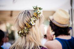Beautiful & natural flower crown, makes me think of a meadow- Crush Cul de Sac