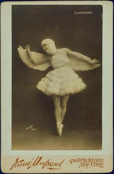 Lockford in feathered costume, headdress, and wings - Photograph by Walery… Vintage Pictures, Old Pictures, Vintage Images, Old Photos, Vintage Ballet, Vintage Circus, Vintage Fairies, Vintage Drawing, Character Costumes