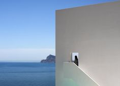 Image 47 of 47 from gallery of House on the Cliff / Fran Silvestre Arquitectos. Photograph by Fran Silvestre Arquitectos Minimal Architecture, Spanish Architecture, Residential Architecture, Architecture Design, L'architecture Espagnole, Calpe Alicante, Alicante Spain, Balearic Sea, Infinity Pool