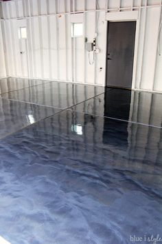 DIY metallic garage floor finish – gorgeous, functional, and more durable than paint or epoxy. Get all the how to details and a photo tutorial. Rust-Oleum RockSolid Metallic Floor Coating Source by warrenrodie Garage Floor Finishes, Garage Floor Coatings, Garage Floor Paint, Rustoleum Garage Floor Epoxy, Epoxy Garage Floor Coating, Apoxy Garage Floor, Best Garage Floor Epoxy, Garage Flooring Options, Garage Epoxy