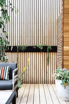 Indigenous plantings and a coastal aesthetic help blur the boundaries between a new garden and its beachside location in this striking home. The collaboration between homeowner and builder of the house and garden, Daryl Powell of Made Build and landscape