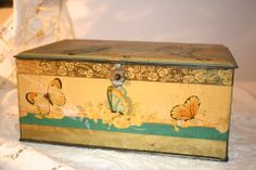 Artstyle Chocolate of Boston and St. Louis tins are amazing pieces for the perfect accessory. This hinged piece features beautiful butterflies on a golden gently patined tin. In very good vintage cond