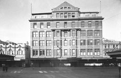 The palatial Nock & Kirby's George Street store 1945, opened in 1918 complete with a dining hall and roof-garden. Photo: State Library of New South Wales