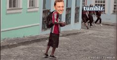 This is one of the funniest things ever!! LOL Run Tom Run