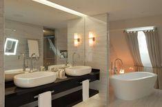 Hotelausbau mit Blick auf das UNESCO Weltkulturerbe Bern - Tetris-db Bern, Hotels, Bathroom Lighting, Bathtub, Mirror, Furniture, Home Decor, Bathroom Light Fittings, Standing Bath