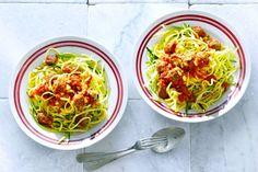 Courgettespaghetti met tomatensaus - Recept - Allerhande
