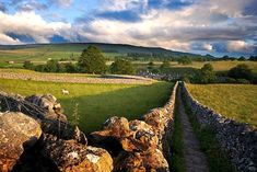 Discount 2nt 5* Yorkshire Dales Stay, Breakfast & Dining for 2 @ The New Inn for just £149.00 Escape to the beauty of the Yorkshire Dales with a two-night stay at The New Inn Hotel Clapham.  Choose to stay in a light and airy deluxe, luxury or executive room boasting oodles of charm and en-suite facilities.  With breakfast each morning as well as a £40 dining voucher to use on your first...