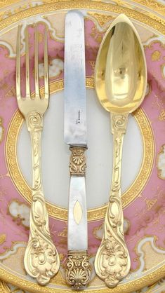 At The Table | China, Crystals & Silver | Rosamaria G Frangini || Gold Tableware  http://www.womenswatchhouse.com/