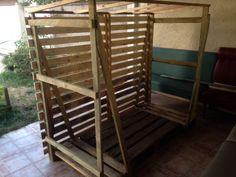 Rangement bois chauffage fabriqué en palette. par Disek - Suite à l'installation d'un poêle à bois cette été, je n'avais plus de place pour stocker mon bois de chauffage. J'ai donc fabriqué un abris-de-bois en planche de palettes récupéré. En effet lorsque j'ai...