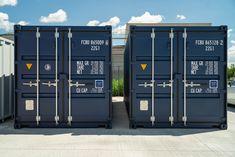 Bei MO.SPACE bekommst du den robusten Seecontainer in Stahlblau (RAL 5011) mit dem leicht zu öffnenden Spezialverschluss (EASY OPEN DOOR) inkl. Einbruchsicherung und dem langlebigen Holzboden ab nur € 2.850,-- (Netto; Depot Bruck a. d. Leitha).  Gerne können wir den Seecontainer auch direkt zu dir nach Hause oder zu deiner Firmenadresse liefern.  👉🏻 www.mospace.at/contai…/seecontainer-mit-spezialverriegelung/ 👉🏻 +43 664 432 58 60 Lockers, Locker Storage, Design, Home Decor, Wood Floor, Linz, Decoration Home, Room Decor