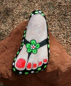 Pebble Painting, Pebble Art, Stone Painting, Painted Rock Cactus, Hand Painted Rocks, Rock Painting Ideas Easy, Rock Painting Designs, Stone Crafts, Rock Crafts