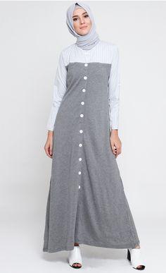 Tampilan Long Dress Muslim Variasi Dua Warna