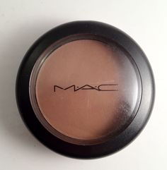 "MAC Powder Blush in ""Blunt"" - Perfect color to achieve the most natural contour. Totally matte, cool-toned brown so it mimics a natural shadow. Mac Makeup, Beauty Makeup, Makeup Haul, Beauty Tips, Beauty Hacks Blackheads, Mac Powder, Mac Blush, Makeup Guide, Mac Eyeshadow"