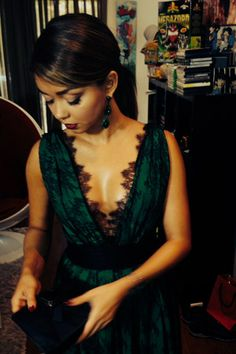 Exclusive! See How Sarah Hyland TV Stars Prepped for the Emmys