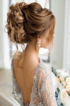Bridal headdress boho bridal headdress long hair bun top Source by archzinefr Taupe Bridesmaid Dresses, Bridesmaid Hair Updo, Simple Wedding Hairstyles, Wedding Hairstyles For Long Hair, Bridal Hairstyle, Half Up Wedding Hair, Wedding Dress, Bridal Headdress, Hair Videos