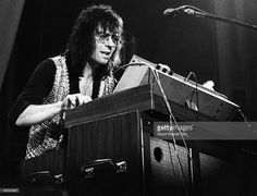 Keyboard player Manfred Mann from Manfred Mann's Earth Band performs live on stage at the Alexandra Palace Festival in London on 5th August 1973.
