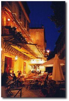 Arles  by night, cafe le nuit ( Van Gogh)