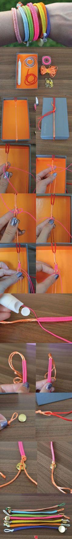 Um chaveiro ou pulseira, do dois jeitos são muito fofos ;)