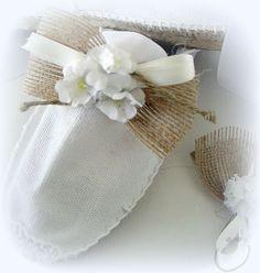 Alpargata rafia, raso, tres flores.  http://salasguerri.blogspot.com.es/