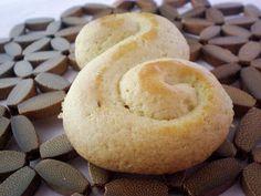 Η Κροκοσυλλέκτρια / The Saffron Gatherer: Λαμπροκούλουρα / Easter shortbread cookies