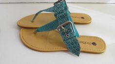 Blue Leather Snake Skin sz 6.5 Thong Sandal    Woman Shoe:  Sz 6 1/2  (No sz stamped)  Leather uppers  Chatties  One strap is missing for the