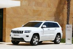 Jeep Grand Cherokee Overland This is my dream car and one that I will me saving for. Grand Cherokee Overland, Jeep Grand Cherokee 2013, White Jeep Cherokee, Cherokee Laredo, Suv Cars, Jeep Jeep, Suv Trucks, My Dream Car, Luxury Cars