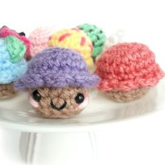 Celebrate with tiny plush cupcakes! An easy-to-follow crochet pattern with a step-by-step photo tutorial! Perfect for beginners!