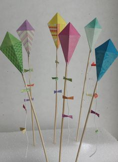 Kite Cupcake Toppers for Birthdays Baby Showers by HandyGrams, $10.00 Carnival Decorations, School Decorations, Crafts For Seniors, Fun Crafts For Kids, Kite Decoration, Kite Party, Kites Craft, Mary Poppins, Childrens Party