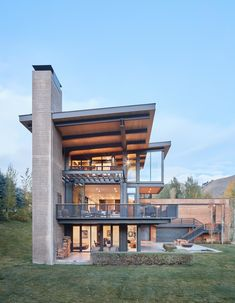 Lake Creek Residence L Shaped House With A Sense Of Fondness For Nature 8 Modern Exterior, Exterior Design, Residential Architecture, Architecture Design, Famous Architecture, Architecture Quotes, French Architecture, Organic Architecture, Architecture Student