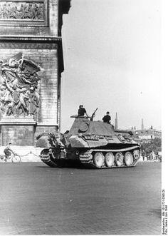 German tank Panther Ausf A of the SS Panzer Division Leibstandarte SS Adolf Hitler, Arc de Triomphe,Paris Tank Armor, Germany Ww2, Tiger Tank, War Image, Ww2 Tanks, Military Photos, Military Equipment, History Photos, Modern History