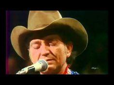 """20 melancholische Songs-Willie Nelson – """"Blue Eyes Crying In The Rain"""" Nelson hatte bereits Hits für Patsy Cline und andere geschrieben, doch für ihn selbst kam der Durchbruch erst mit diesem Cover eines alten, ursprünglich von Roy Acuff gesungenen Country-Standards. In Nelsons Jazz-Phrasierung wurde daraus das Herzstück seines Konzeptalbums """"Red Headed Stranger"""" über Liebe und Tod im Wilden Westen. Auch der Titelsong seines wohl besten Albums ist ein Cover."""