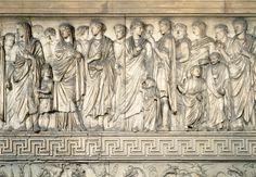 Ara Pacis Augustae, es un monumento conmemorativo de la época del Imperio romano construido entre el 13 y el 9 a. C.en honor al emperador Augusto. en su forma cúbica se sitúan varios relieves como este,que representa la procesión del la familia imperial. Elegí esta obra porque me gusta la el conjunto de la estructura del Arca Pacis.