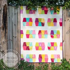 Summer Fun Sizzix Quilt Tutorial on Freckled Whimsy blog | A really cute take on a tumbler quilt - I like this version a lot