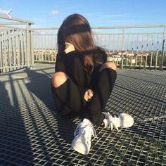 Imagen de girl, black, and grunge Girl Photo Poses, Girl Photography Poses, Girl Pictures, Girl Photos, Grunge Tumblr, Instagram Pose, Insta Photo Ideas, Photos Tumblr, Belle Photo