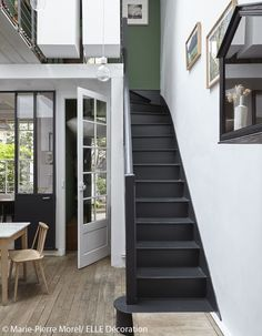 Mini loft of Christèle Ageorges recomposed by the interior architect François Murraciole by frenchyfancy Victorian Stairs, Modern Victorian, Interior Stairs, Interior Architecture, Interior Design, Bristol Houses, Black Stairs, Escalier Design, Mini Loft