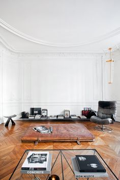 This stunning apartment-studio hybrid is home to the young and talented design duo Charlotte de Tonnac and Hugo Sauzay of Festen Architecture. It's insanely minimal, with an acute decorating.