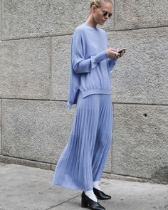 Sweater + half skirt = the most temperamental match - Page 23 of 26 - zzzzllee Skirt Outfits Modest, Denim Skirt Outfits, Dress Skirt, Skirt Pants, Sweater Dress Outfit, Split Skirt, Rachel Zoe, Looks Style, Mode Inspiration