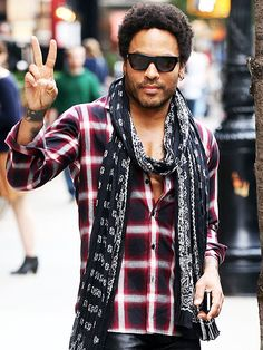 Star Tracks: Friday, September 19, 2014 | PEACE OF MIND | Rocker Lenny Kravitz puts up a peace sign for his fans while in New York City on Thursday.